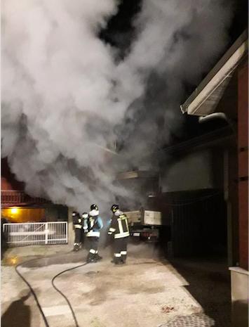 Garage in fiamme a Villamarina LE FOTO