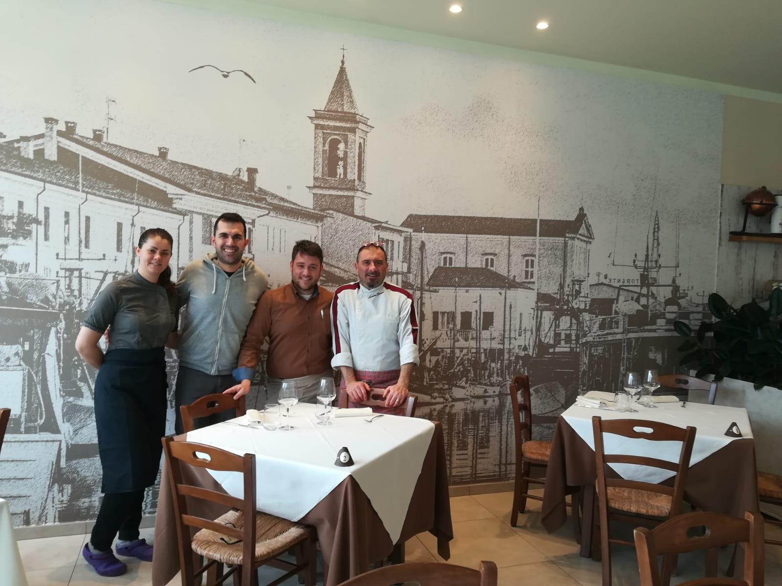 """Al nuovo ristorante """"Di Porto"""" degustazioni da sommelier e aperitivi con l'autore"""