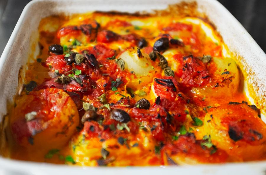Baccalà al forno con cipolline e olive