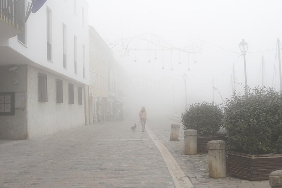 Cala la nebbia su Cesenatico, il VIDEO