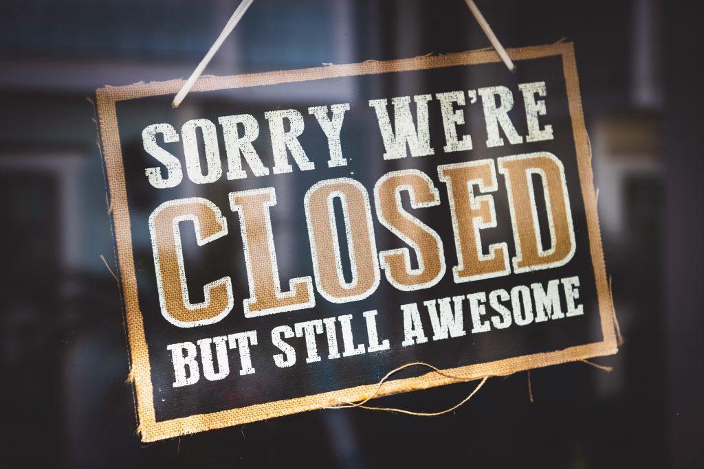 chiuso closed