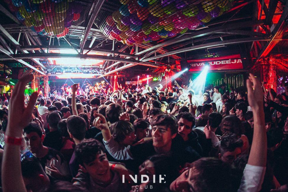 """La discoteca Indie: """"Cari giovani, state a casa"""""""