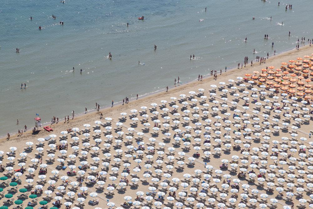"""Coronavirus. Battistoni: """"La speranza è quella di aprire la spiaggia"""""""