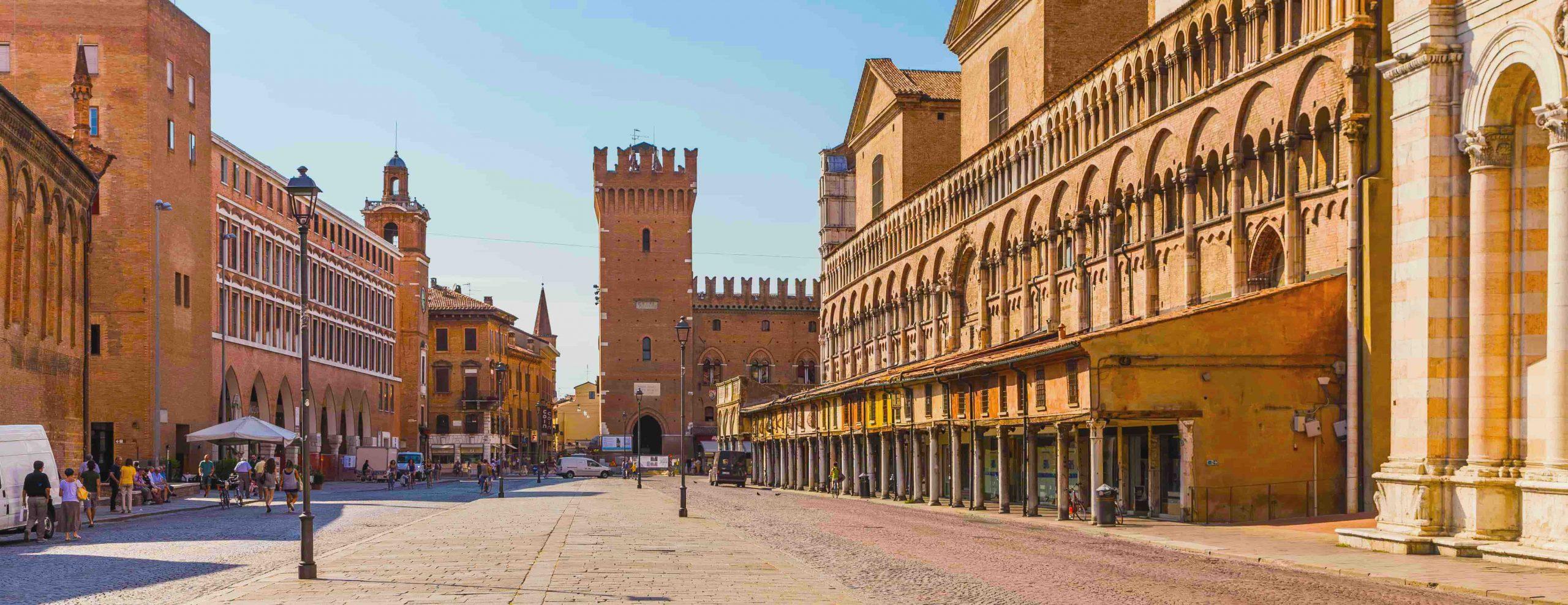Ferrara lunedì riapre i negozi (e fa salire il pressing negli altri comuni)