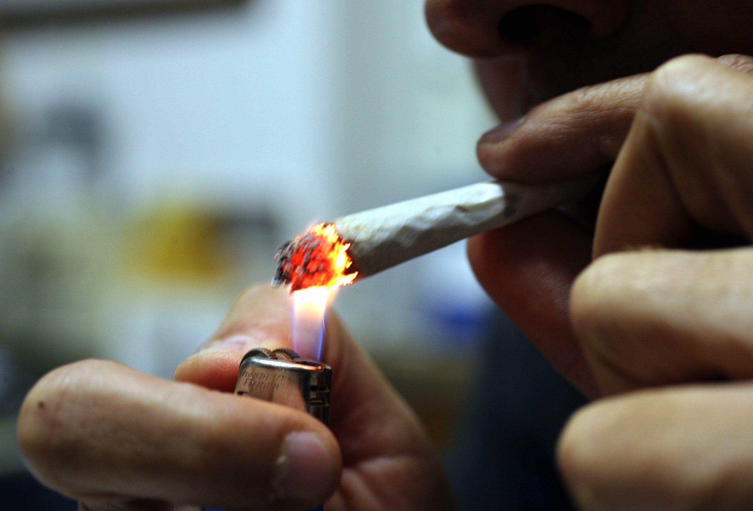 La cannabis crea gli stessi danni polmonari del tabacco, ma più in fretta