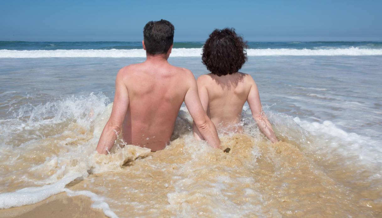Sesso sulla spiaggia naturista, 20mila euro di multa a coppia