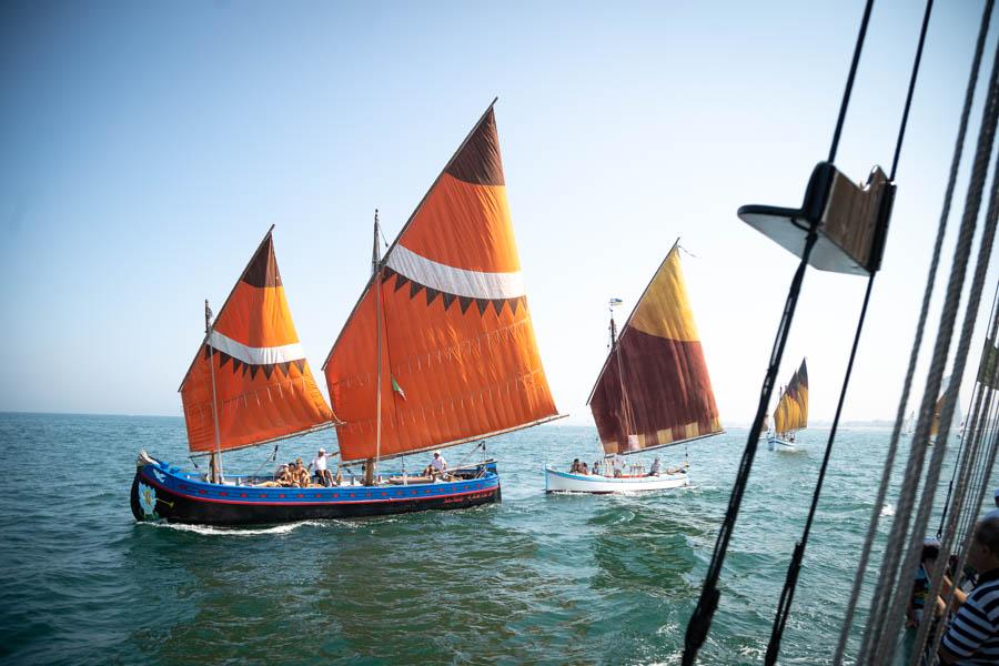 Storica veleggiata lungo la costa LE FOTO