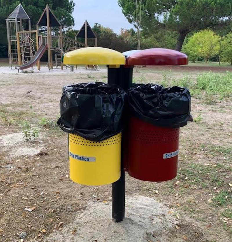 Al parco di Levante sono arrivati i bidoni per la raccolta differenziata