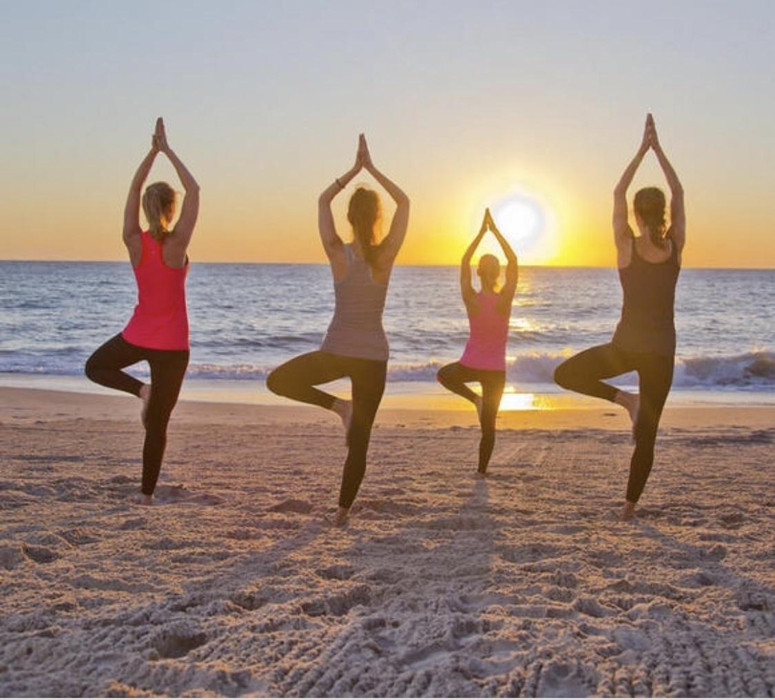 Hai mai fatto yoga e meditazione in spiaggia?