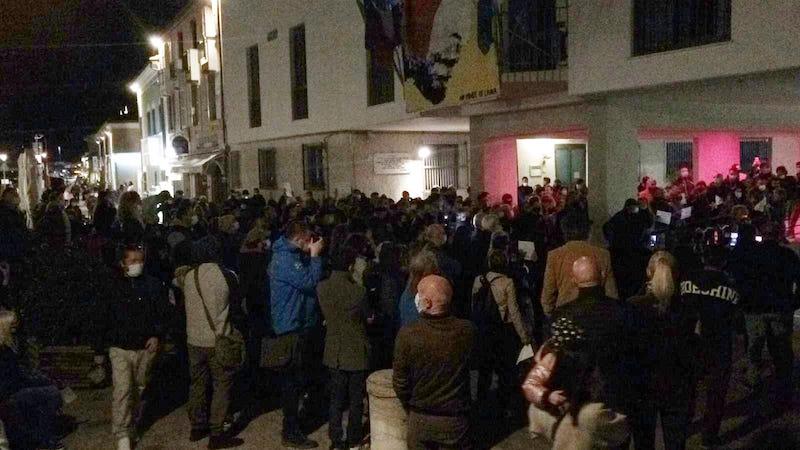#Ioapro, anche a Cesenatico il flash-mob contro i dpcm