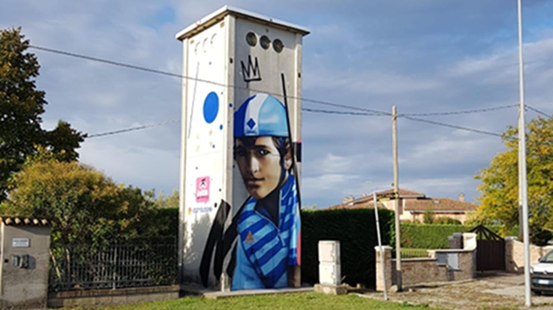 L'arte sulle cabine elettriche: sul podio il murales di Pantani