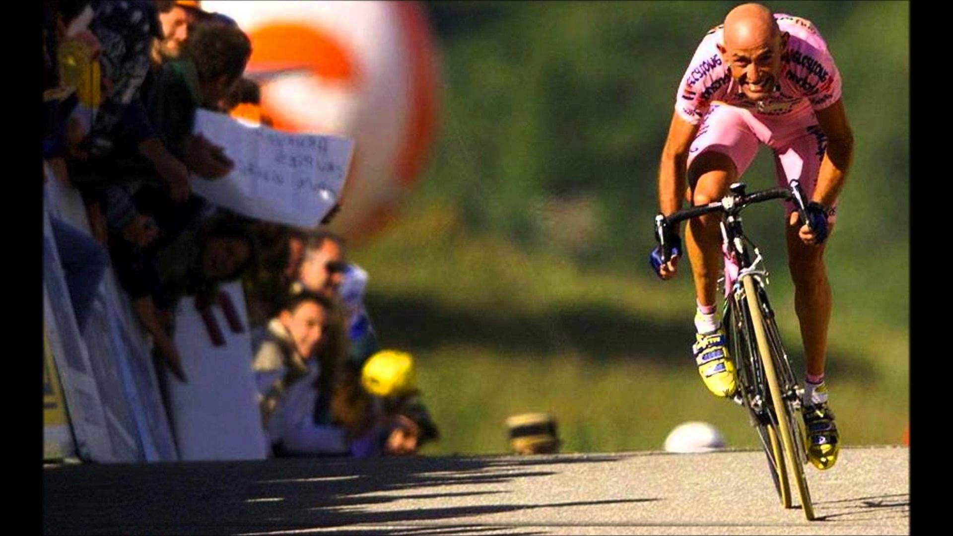 Oggi il ct Cassani consegnerà la bici del Tour a mamma Tonina
