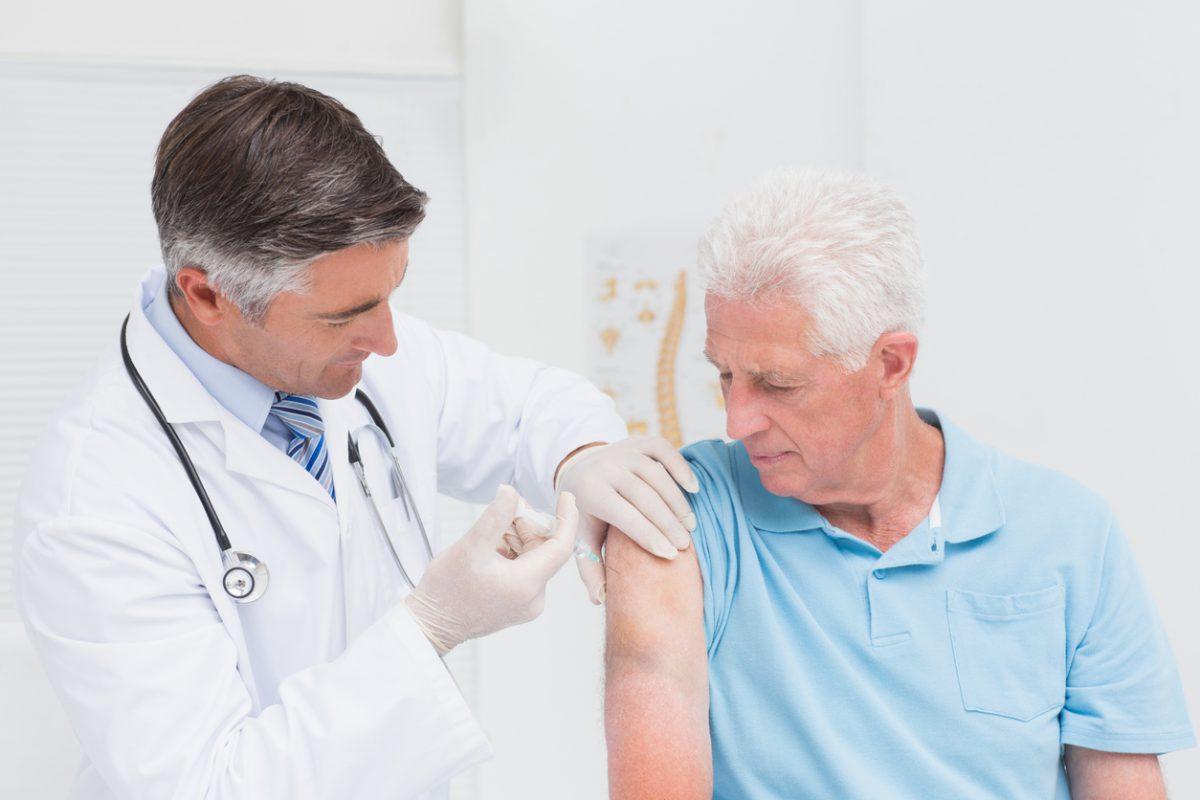 Terza dose di vaccino anti covid per over80, prenotazione al via. Come fare