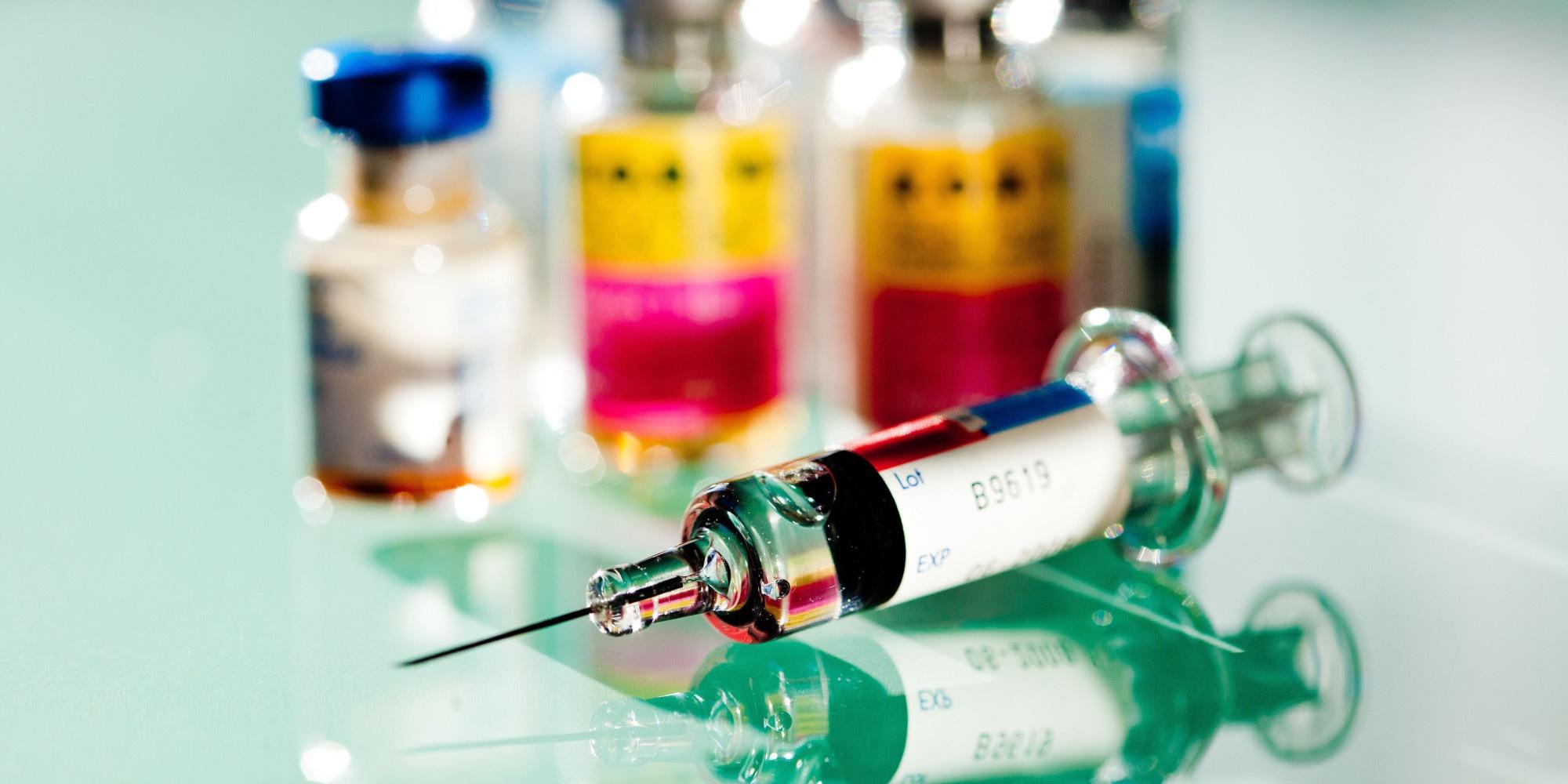Vaccini, nuovi tagli alle consegne da AstraZeneca