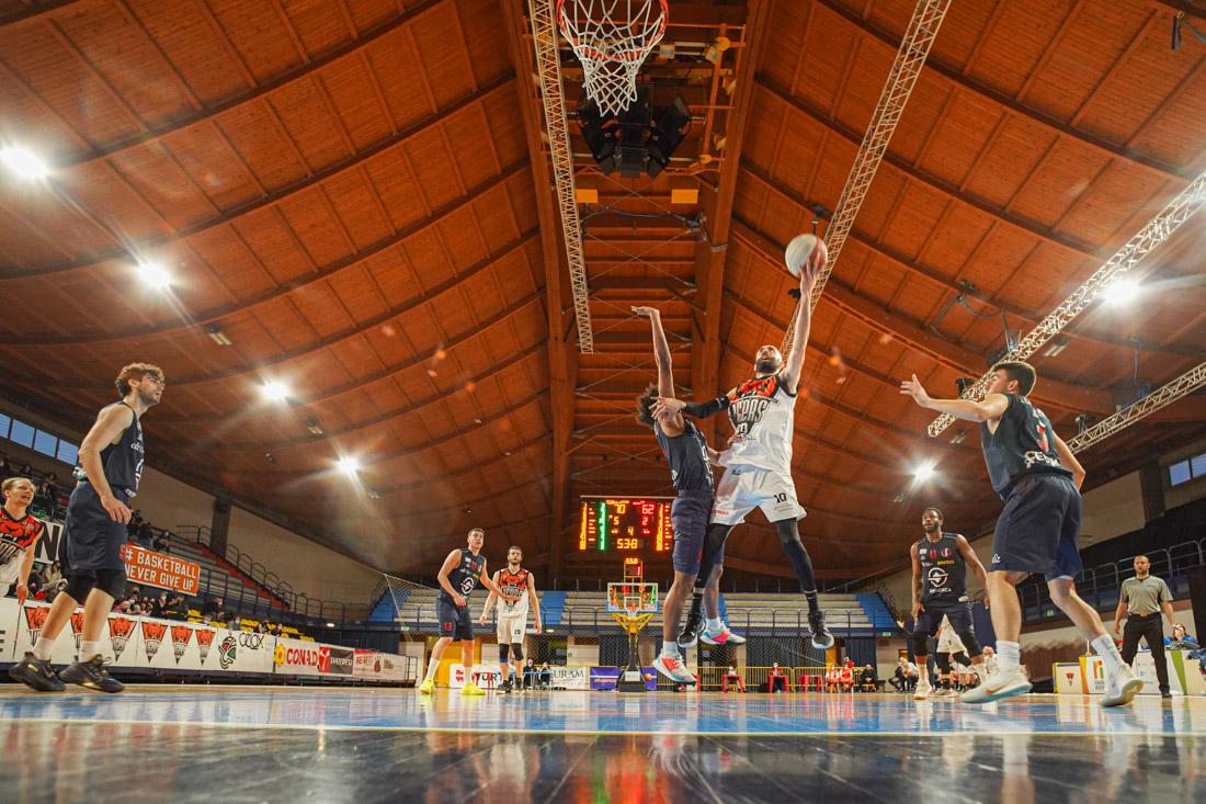 Basket, dominio Tigers nel fortino Carisport