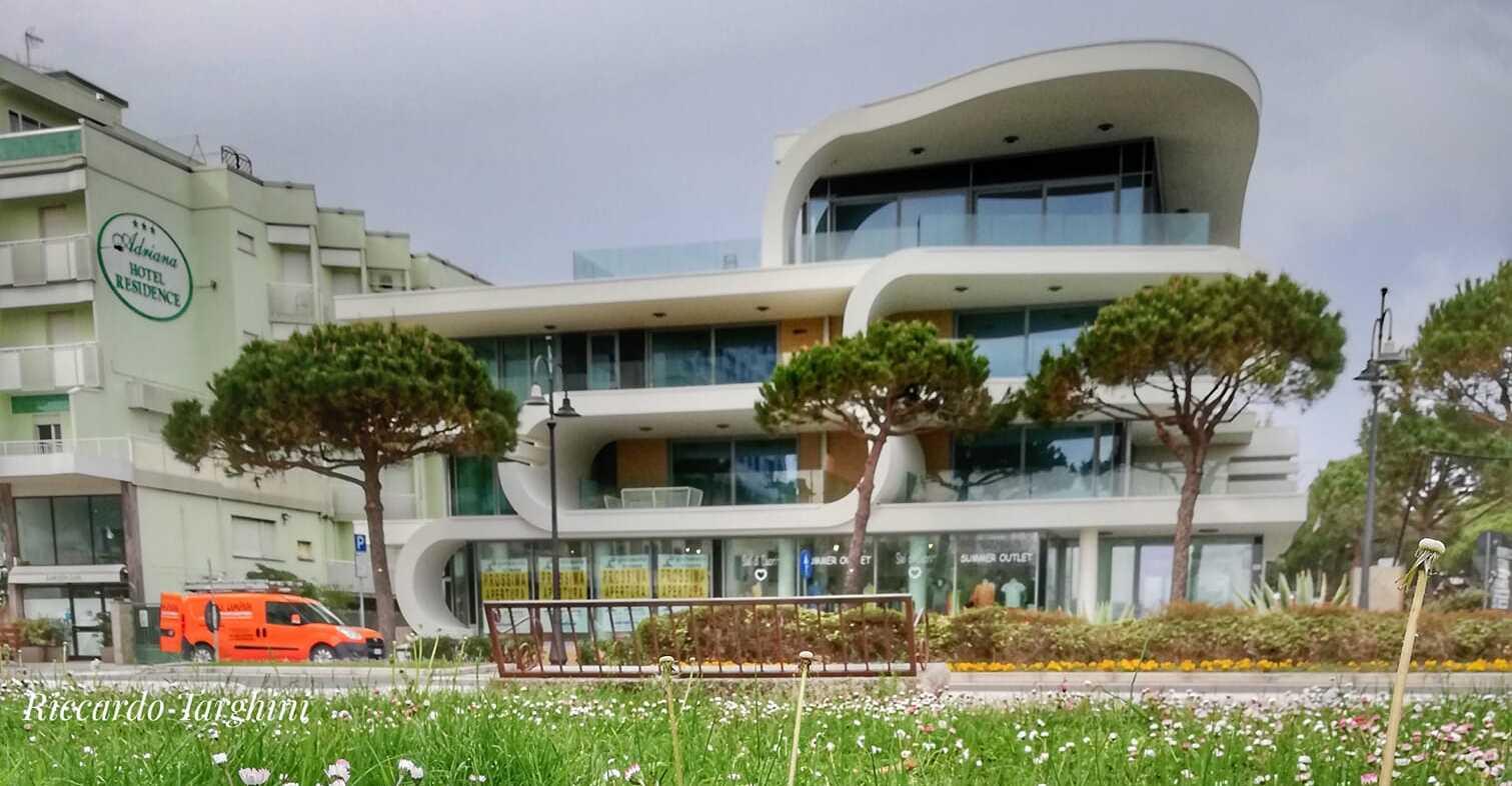 E a voi piace il nuovo edificio futuristico del lungomare?