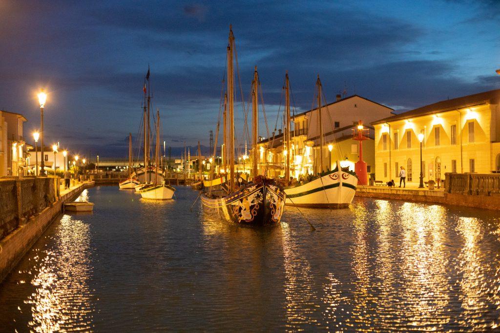 porto canale cesenatico sera