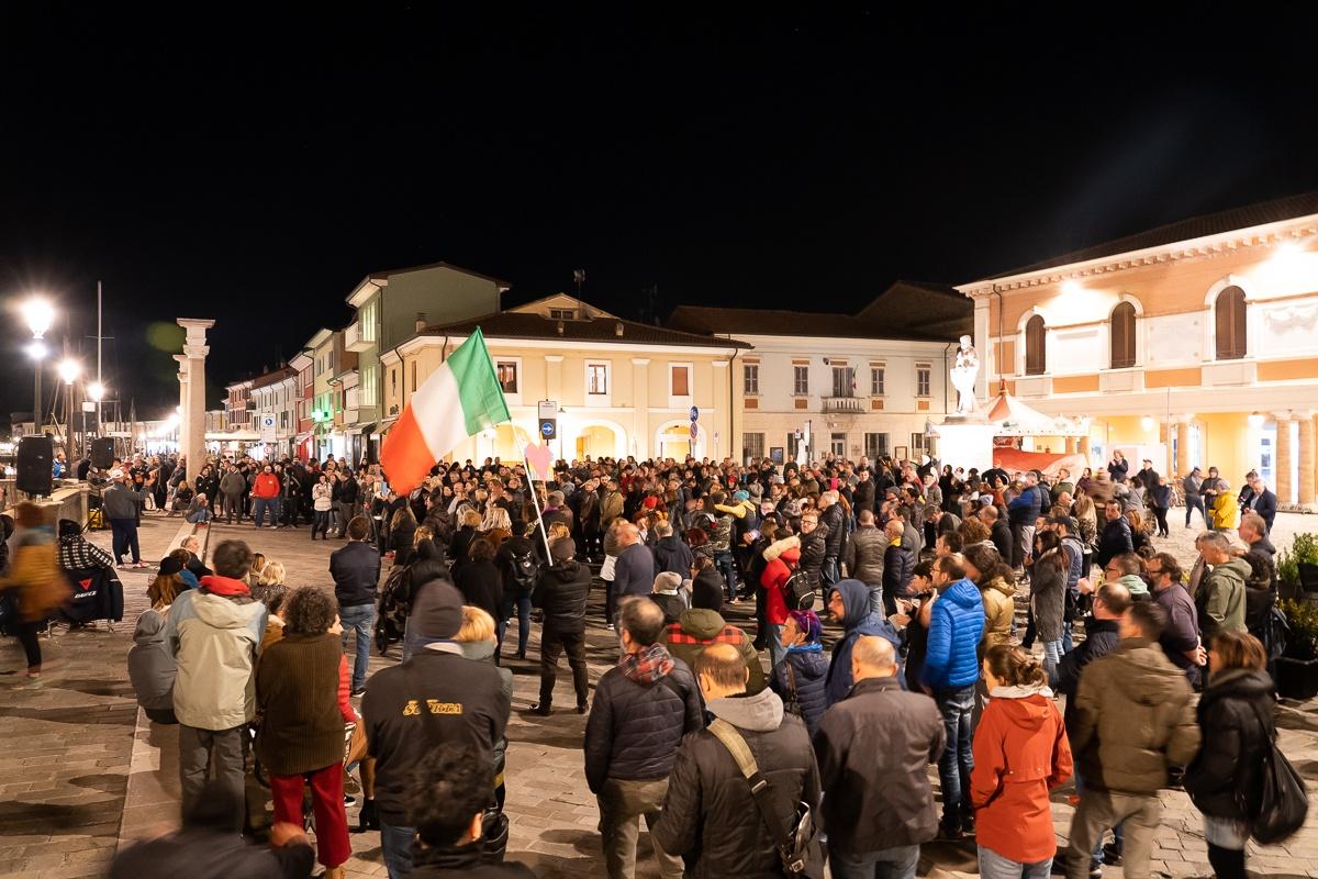 """La """"piazza del dissenso"""" diventa un appuntamento fisso"""